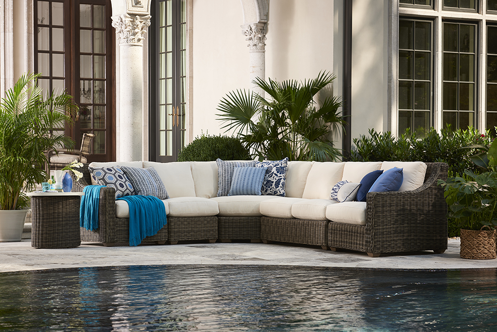 Stupendous 3 Things Every Patio Needs This Summer Devries Beutiful Home Inspiration Aditmahrainfo